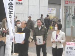 2011 03 20 地震募金中 (4)