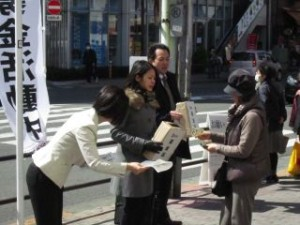 2011 03 20 地震募金中 (2)