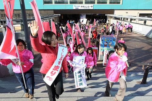 選挙女性練り歩き+